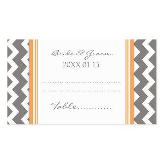 Tarjetas anaranjadas del cubierto de la tabla del tarjetas de visita