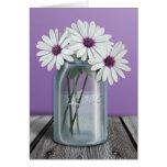 Tarjetas blancas y púrpuras florales del tarro de