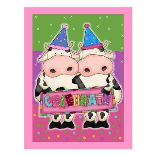 Tarjetas de cumpleaños de la vaca y sellos tarjeta postal