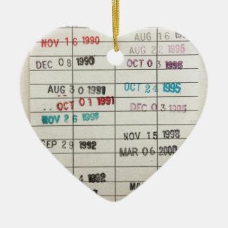 Tarjetas de fecha debida de la biblioteca del adorno navideño de cerámica en forma de corazón