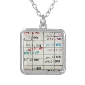 Tarjetas de fecha debida de la biblioteca del vint collar plateado