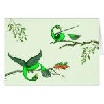 Tarjetas del pájaro verde colorido por el tigudesi