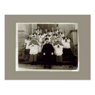 Tarjetas del vintage - sacerdote y muchachos de la tarjeta postal