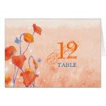 Tarjetas dobladas número rojo de la tabla del boda