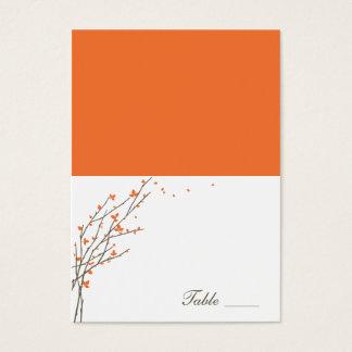 Tarjetas dobladas ramas florecientes del lugar -