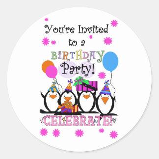 Tarjetas e invitaciones tontas de cumpleaños de pegatina redonda