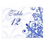 Tarjetas florales azules y blancas de la tabla del postal