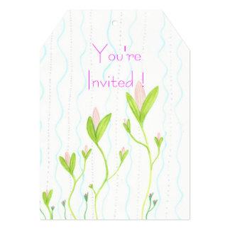 Tarjetas florales caprichosas de la invitación de