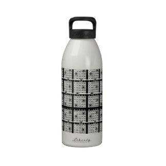 Tarjetas negras del bingo botellas de beber