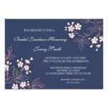 Tarjetas nupciales florales azules coralinas de la comunicado personalizado