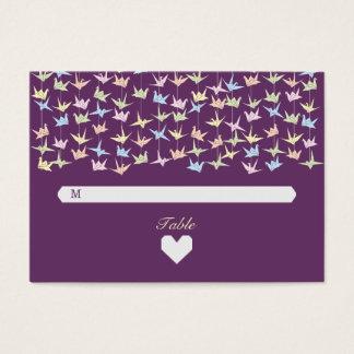 Tarjetas (púrpuras) de papel colgantes del tarjetas de visita grandes