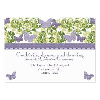 Tarjetas púrpuras del recinto de la recepción de l tarjetas de visita