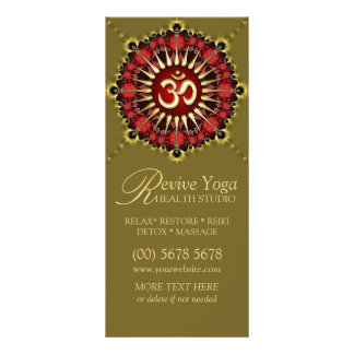 Tarjetas rojas verdes del estante de la yoga de la tarjeta publicitaria
