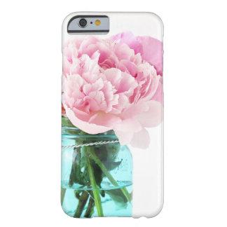 Tarro de albañil azul de los Peonies rosados Funda Para iPhone 6 Barely There