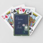 Tarro de albañil con las flores y el verdor cartas de juego