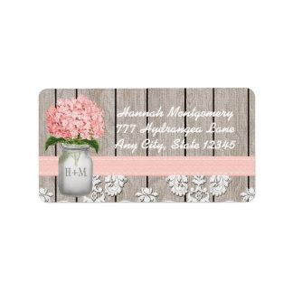 Tarro de albañil con monograma del Hydrangea rosad Etiqueta De Dirección