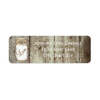 Tarro de albañil de madera del granero que casa etiqueta de remite