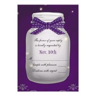 Tarro de albañil púrpura con la tarjeta de la resp anuncios