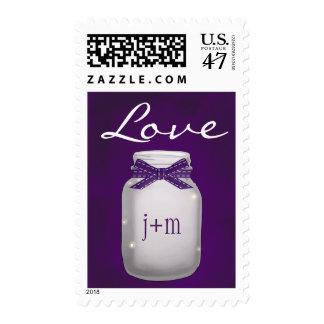 Tarro de albañil púrpura con monograma con amor de sello postal