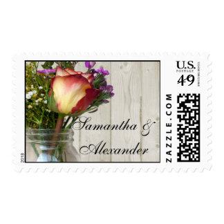Tarro de albañil w/Rose y Wildflowers Franqueo
