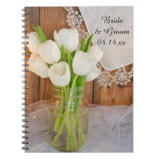 Tarro de albañil y boda blanco del granero del notebook