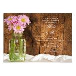 Tarro de albañil y ducha nupcial del país rosado invitación 12,7 x 17,8 cm
