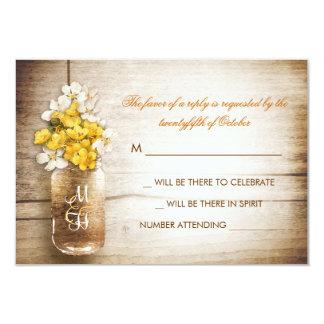 """Tarro de albañil y flores blancas amarillas que invitación 3.5"""" x 5"""""""