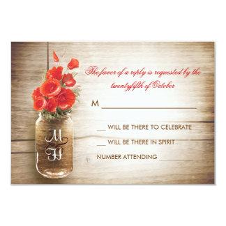 """Tarro de albañil y flores rojas que casan la invitación 3.5"""" x 5"""""""