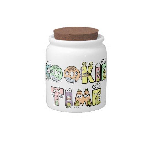 Tarro del tiempo de la galleta con las letras del  jarras para caramelos