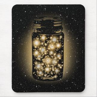 Tarro que brilla intensamente de luciérnagas con l mouse pads