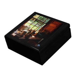 Tarros de la arcilla en Windowsill Cajas De Joyas