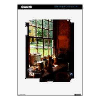 Tarros de la arcilla en Windowsill iPad 3 Pegatina Skin