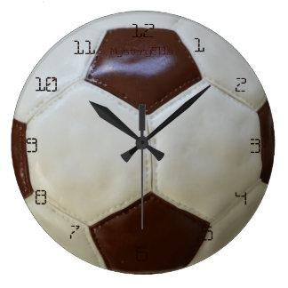 """tarta de futbolístico"" by mysteryella reloj redondo grande"