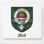 Tartán de la insignia del escudo del clan de Neal Tapetes De Raton