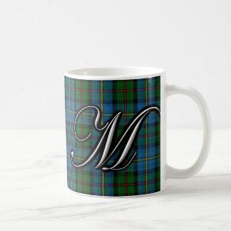 Tartán del monograma de la letra M de MacLeod del Taza Básica Blanca
