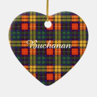 Tartán escocés de la falda escocesa de la tela adorno navideño de cerámica en forma de corazón