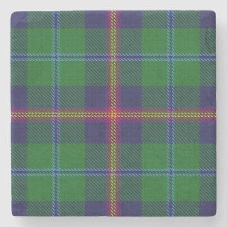 Tartán escocés viejo de los jóvenes del clan de la posavasos de piedra