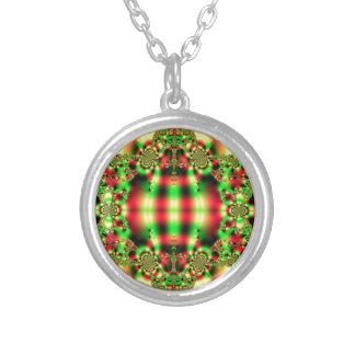 Tartán verde y rojo colorido collar plateado