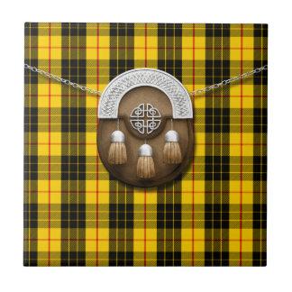 Tartán y escarcela de los montañeses de Escocia de Azulejos Ceramicos