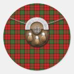 Tartán y escarcela de los montañeses de Escocia de Pegatinas Redondas