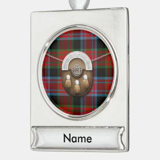 Tartán y escarcela de los montañeses de Escocia de Rótulos De Adorno Plateado