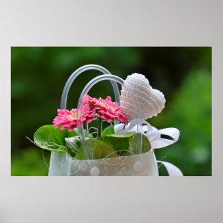 Tasche mit Blumen und Herz Gesteck für die Lieben Plakate