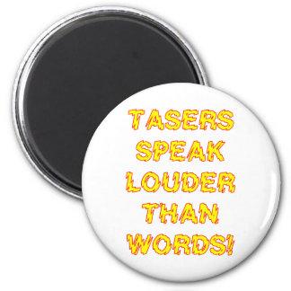 Tasers habla más ruidosamente que palabras imán redondo 5 cm