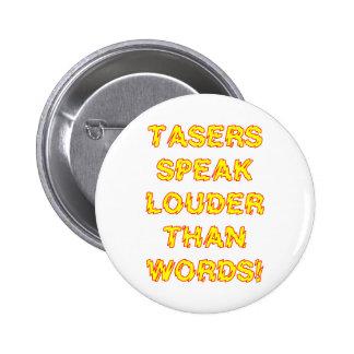 Tasers habla más ruidosamente que palabras pin redondo de 2 pulgadas