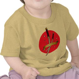 Tatuaje de la espada del samurai camisetas