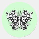 Tatuaje de la mariposa blanco y negro pegatina redonda