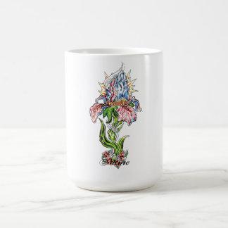 Tatuaje de rogación fresco de la flor de las manos taza de café
