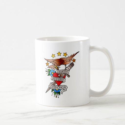 tatuaje del águila del vintage taza
