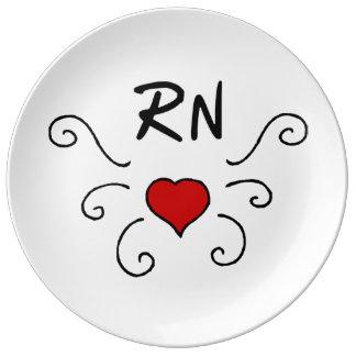 Tatuaje del amor de la enfermera del RN Platos De Cerámica