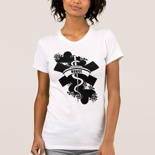 Tatuaje del corazón de la enfermera camiseta